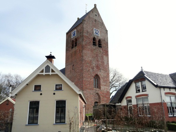 Oldehove kerktoren in dorp
